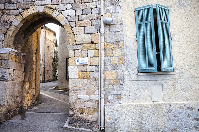 The Sarrazine Gate, known as the Porte Sarrazine, in the old city walls of Mougins in Provence, France.  The Porte Sarrazine is one of the last remnants of the medieval orgins of the circular village of Mougins.