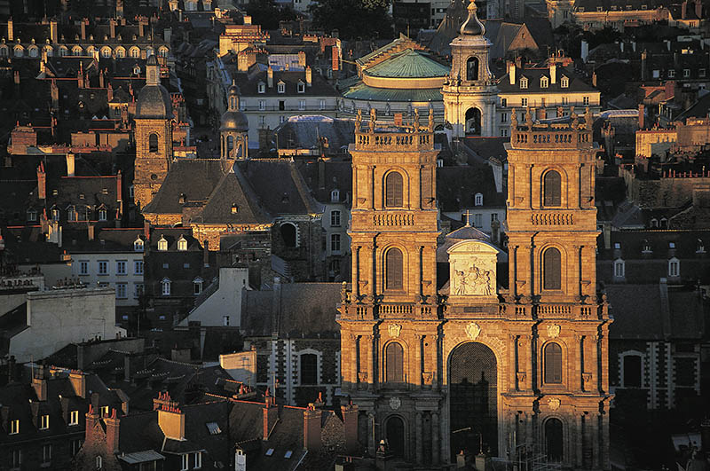 St Peter´s cathedral and belfry of Town Hall, Rennes. Ille-et-Vilaine, Bretagne, France