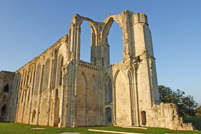 Maillezais is an abbey in ruin of the blazing Gothic type. It is in VendAe (France).