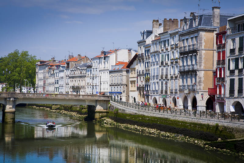 Facades in Petit Bayonne and Nive river  Bayonne   Pyrénées-Atlantiques, France