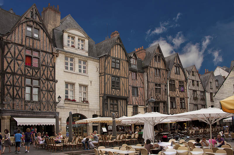 the medieval square: place plumereau in the vieux tours