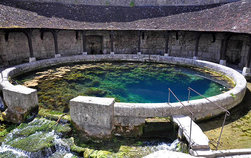 Tonnerre in the Morvan, Burgundy, France sits on the River Armancon. Famed for theTonnerre Fosse Dionne wash house