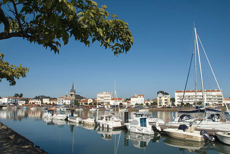 Promenade de la Garance, view of port and Vie river, France, Poitou_Vende, Charente_Maritime, Saint_Gilles_Croix_de_Vie